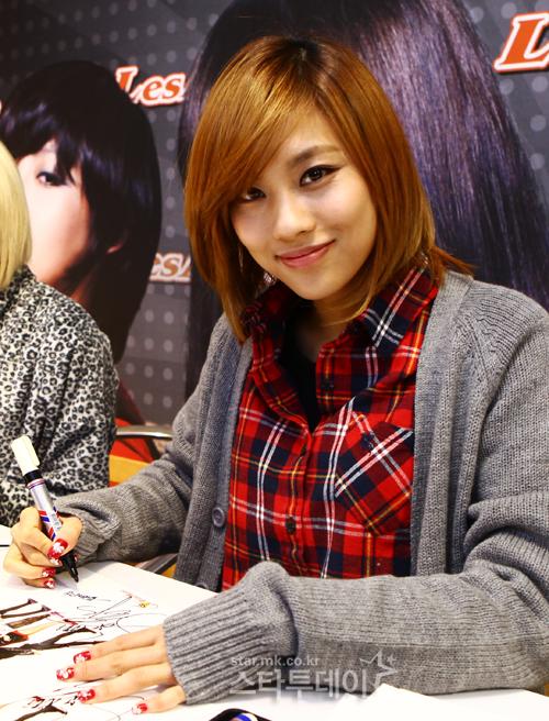 [PICS] Fei en una firma de autografos 20101223181337045