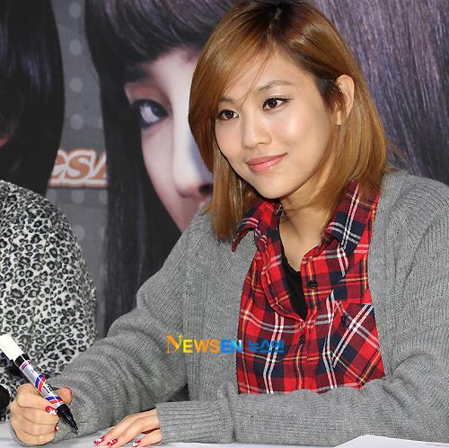 [PICS] Fei en una firma de autografos 20101223182130843