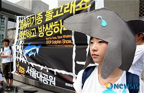 http://i2.media.daumcdn.net/photo-media/201107/26/newsis/20110726124910674.jpg