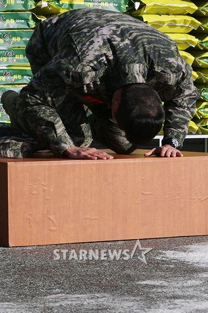 http://i2.media.daumcdn.net/photo-media/201212/06/starnews/20121206102130477.jpg