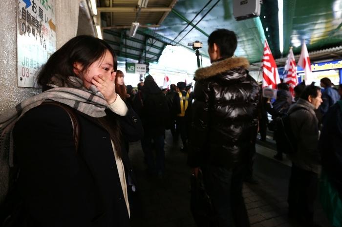 【日本の恥】 底辺ウヨの反韓デモに、日本の女子学生が涙 「韓国人に申し訳ない」