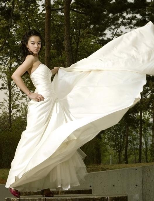 '결혼' 이은성 웨딩화보, 서태지 홀린 과감한 포즈?