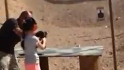아홉살 소녀의 흔한 사격 실력