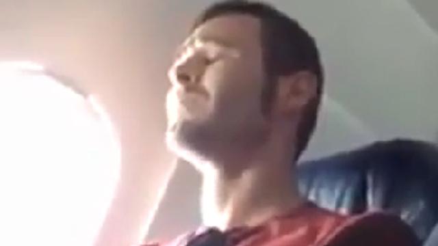 비행기를 처음 타본 남자의 반응