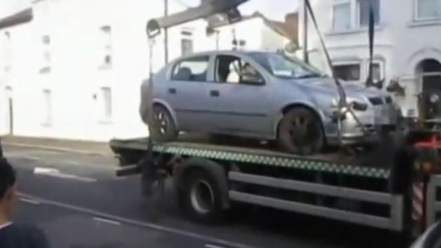 스스로 내려간 자동차, 헐