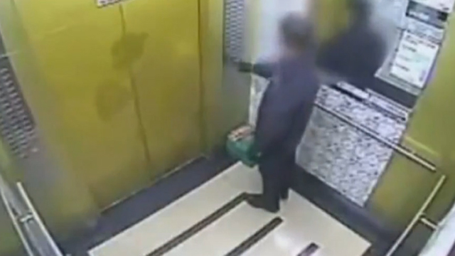 엘리베이터에 갇혔을 때 대처법