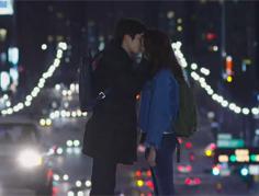 유이-최우식 신호등 키스