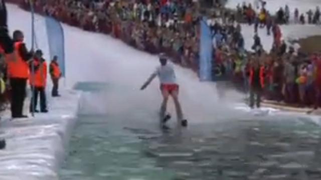 이색 점프 대회 실패는 추울 뿐