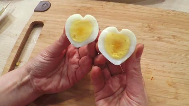 젓가락 이용한 하트 달걀 만들기