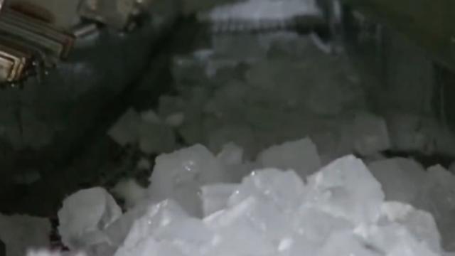 보기만해도 시원 얼음 제작 공장