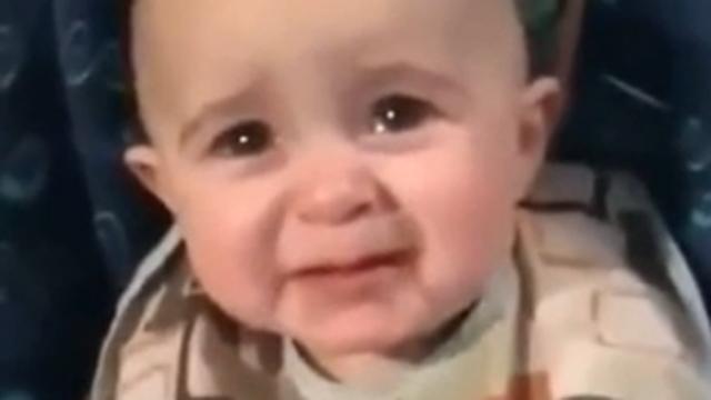 엄마의 노래를 듣던 아기 반응