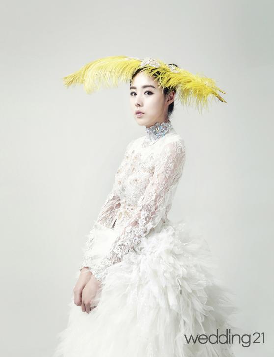 [웨딩드레스] 조윤by조윤과 가수 간미연의 절제된 포트레이트