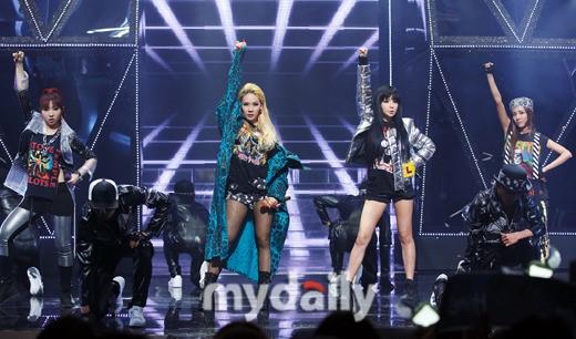 2NE1 '내가 제일 잘나가', 美서 인기폭발..진출 앞둔 씨엘에 청신호
