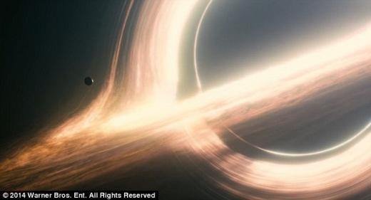 영화 '인터스텔라' 속 블랙홀, 실제 물리학자도 '깜짝'