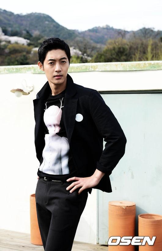 가수 출신 배우 김현중의 아기를 임신한 것으로 알려진 전 여자친구 최씨가 오는 9월 12일 출산을 앞둔 것으로 알려졌다.3일 복수의 방송관계