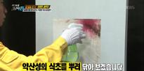 곰팡이를 증식시키는 위험한 청소용품은?
