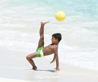호날두 아들, 아빠닮은 놀라운 축구실력